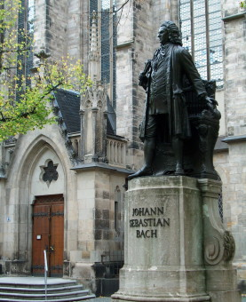 Statue_of_Bach_Leipzig=900
