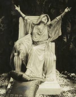 45_sarah_bernhardt-theredlist-1915