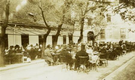 700-8-Engebret-Cafe -1900-1910