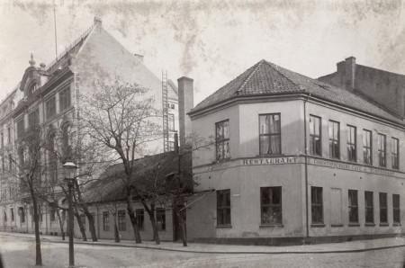 700-9-Engebrets-Cafe-1899